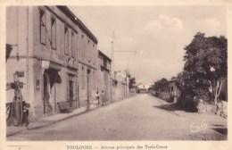 31 - TOULOUSE - AVENUE PRINCIPALE DES TROIS COCUS - POMPE A ESSENCE - CAFE EPICERIE TABAC - Toulouse