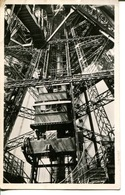 PARIS. LA Tour Eiffel - Ascenseur Du Sol Au 2e Etage - Tour Eiffel