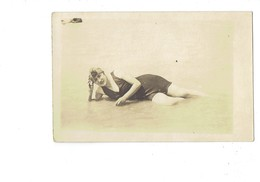 Carte Photo BAIGNEUSE Pin'up Femme En Maillot De Bain Bonnet - Pin-Ups