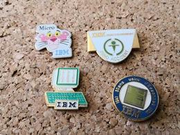 4  Pins  Informatique IBM  Essonne Ordinateur Zero Accident Et La Panthere Rose - Informatik