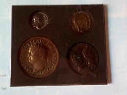 Pochette De 4 Reproductions De Monnaies Gallo Romaines Trouvées à Cabrières D'Aigues Coût De La Vie Il Y A 2000 Ans - Fausses Monnaies