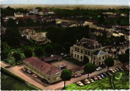(CPSM)  EN AVION AU DESSUS DE BURIE ,HOTEL DE VILL ,VOITURES ANNEE 60  ,COULEUR,DETAILS A VOIR !!!   REF 59944 - Sonstige Gemeinden