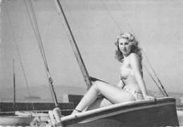 PIN UP Vintage - Original FRANCE 50-60's - CPSM Dentelée GF N° 21 - Coll. BATH GIRLS Sexy Nude Seins Nus Ou Bikini - Pin-Ups