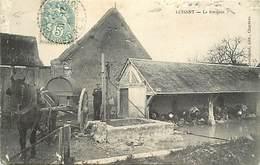 -dpts Div -ref-AJ671- Eure Et Loir - Luisant -fontaine - Lavoir - Lavoirs - Laveuses - Lavandières - Attelage -voir Etat - Other Municipalities