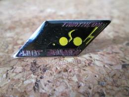 PIN'S     TRIATHLON - Pin