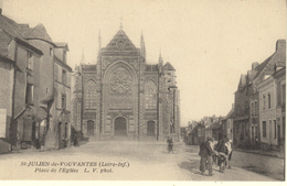 SAINT JULIEN DE VOUVANTES (44)  PLACE DE L'EGLISE - Saint Julien De Vouvantes