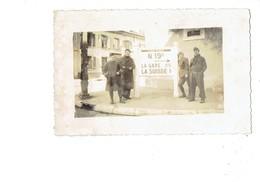 Carte Photo - DELLE - Frontière Franco Suisse - Plaque MICHELIN RN 19b La Gare / La Suisse - Soldat Uniforme - Delle