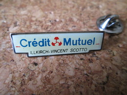 PIN'S     CREDIT MUTUEL  ILLKIRCH VINCENT SCOTTO - Banken