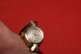 ANCIENNE MONTRE VINTAGE * MERIDIA Incabloc // Hs , Pour Piece - PLAQUE OR - Relojes Ancianos