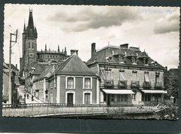 CPSM Format CPA - CHATEAUBOURG - Le Centre, Animé - Automobile - France