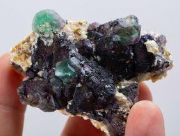 Fluorite Verte Avec Mica Des Monts Erongo, Namibie. 71 Gr. 6,8 X 5,1 X 2,3 Cm - Mineralen