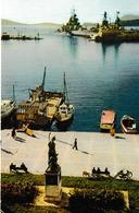 """Toulon La Statue De Cuverville Face Aux Bateaux De La Marine Nationale ( Bateau """"Transrade"""" - Toulon"""