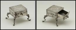 Boîte En Argent En Forme De Petite Table Avec Tiroir En Façade Faisant Office De Comp., Fin Décor Sur L' Ensemble Dont A - Boites A Timbres