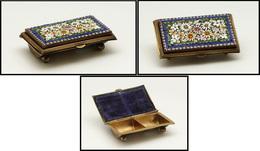 Boîte Italienne En Bronze Doré, Mosaïque De Fleurs En émail Sur Couvercle, 2 Comp.; 60x37x18mm, Superbe (cf Christie's 2 - Boites A Timbres