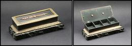 Boîte En Bronze Doré, Posée Sur Un Socle En Marbre Vert (pd Dans Un Angle), 4 Comp., 140x55x45mm. - TB - Boites A Timbres