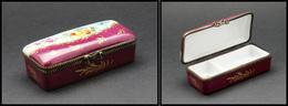 Boîte En Porcelaine De Limoges à Décor De Fleurs, Cerclage Bronze, Dominante Bordeaux, Peint Main, 2 Comp., 85x35x25mm.  - Boites A Timbres