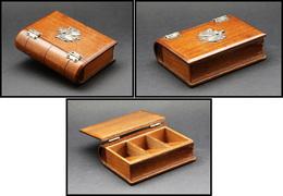 Boîte En Bois Verni En Forme De Livre, Décor Armoiries En Bronze Doré, 3 Comp., 100x72x28mm. - TB - Boites A Timbres