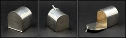 """Distributeur De Roulettes.     Modèle Tiffany & Co En Argent, En Forme De Boîte Aux Lettres US, Monogrammée """"YEL"""" En Faç - Stamp Boxes"""