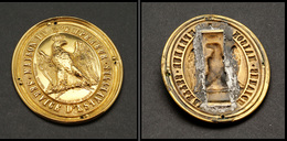 """Plaque De Facteur """"Maison De L'Empereur, Service D'estafettes"""" En Bronze Doré, H.80mm L.65mm, Superbe. - R - Stamp Boxes"""