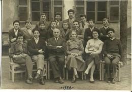 """3526 """"ISTITUTO ARTIGIANELLI VALDESI-VIA BERTHOLLET 34-TORINO-FOTO DI GRUPPO IN CORTILE-MARZO 1952"""" ORIGINALE - Persone Identificate"""