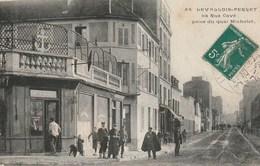 CPA 92 (Hauts De Seine) LEVALLOIS PERRET / LA RUE CAVE PRISE DU QUAI MICHELET / TABACS  J. PAGE / ANIMEE - Levallois Perret