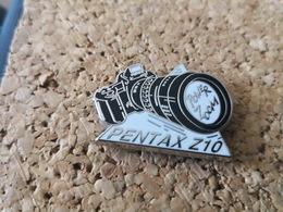 1 Pins Appareil Photo Pentax Z10 Arthus Bertrand - Arthus Bertrand