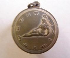 Méd. 18. Médaille En Laiton Du Signe Du Verseau - Jetons & Médailles