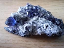 Fluorite Bleue Et Quartz, Fujian, Chine. 40 Grammes. 7 X 4 X 2,5 Cm - Mineralien