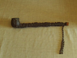 Tres Rare Ancienne Pipe A Opiumlong 24.5 Cm  Toute Ornee  De Metal En Tres Bon Etat - Pfeifen U. -zubehör