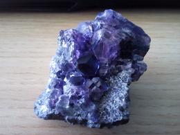 Fluorite Pourpre, Fujian, Chine. 87 Gr. 5 X 3,8 X 3,6 Cm - Mineralien