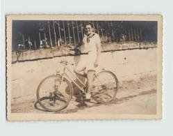 Carte Photo Jeune Femme à Vélo - Photographie