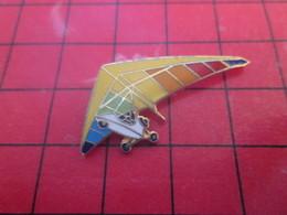 613F Pins Pin's / Rare & De Belle Qualité  THEME : AVIATION / ULM MULTICOLORE - Space