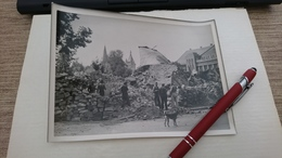 Photo 13x18 Haguenau 1944 Bonbardement Marxenhausen Prisonniers Allemands Deblayant Les Décombres Du Château D Eau - Guerre, Militaire