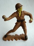 FIGURINE MARX - SOLDAT JAPONNAIS LANCE UNE GRENADE WWII - Vers 1965 - Figurines