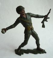 FIGURINE MARX - MARINE US QUI LANCE UNE GRENADE WWII - Vers 1965 - Figurillas