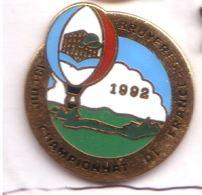 E124 Pin's Montgolfiere Balloon Bruyeres Championnat France Qualité Egf Logo Conseil General Vosges Achat Immediat - Montgolfières