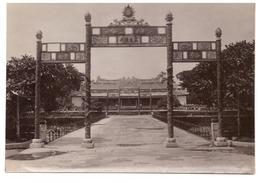 VIET NAM     HUE  PORTIQUE DEVANT PALAIS THAI HOR   (TRONE) - Lieux