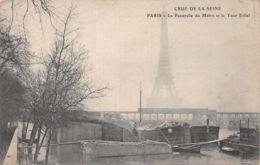75-PARIS INONDE PASSERELLE DU METRO ET TOUR EIFFEL-N°1041-C/0199 - Inondations De 1910