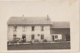 GRANDFONTAINE - FOURNETS - Carte Photo - Voiture Ancienne Devant Maison, Personnages à L'entrée De La Maison. - Autres Communes