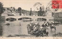 86 Poitiers Le Pont De Rochereuil Cpa Carte Animée Chevaux Soldats Militaires - Poitiers