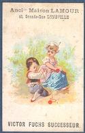 Chromo  Maison Lamour Victor Fuchs Lunéville Salon Coiffure Postiche Femme Et Enfant Tricot Pelote Laine - Kaufmanns- Und Zigarettenbilder