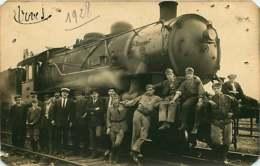 150519 - CARTE PHOTO CHEMIN DE FER TRAIN Locomotive Cheminot Chef De Gare 1928 - Stations With Trains