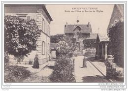 77) Savigny Le Temple (Seine Et Marne) Ecole Des Filles Et  Porche De L´ Eglise - Savigny Le Temple
