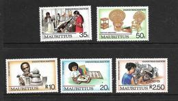 ILE MAURICE 1987 INDUSTRIALISATION  YVERT N°680/84 NEUF MNH** - Maurice (1968-...)