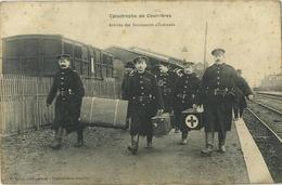 Courrières : Catastrophe : Arrivée Des Sauveteurs Allemands ( Gare - Station - Geurre - Oorlog - Red Cross - Rode Kruis - Cartes Postales