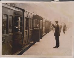 GREAT RAILWAY STRIKE SUBURBAN TRAINS LIVERPOOL STREET 21 * 16  CM Fonds Victor FORBIN (1864-1947) RAILWAY CHEMIN DE FER - Trenes