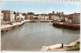 17  SAINT MARTIN De RE -  Vue D,ensemble Du Port Et Des Quais, A Droite, L,église Et Ses Ruines - Ile De Ré
