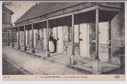 PARIS 13ème (75) : LA SALPETRIERE - LES CELLULES DES ALIENES - UNE INFIRMIERE -@ 2 SCANS @- - Distretto: 13