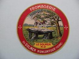 Etiquette Petit Fromage - Le Dolmen & Vache - Fromagerie Du Dolmen à Moncontour 86 Poitou - Vienne  A Voir ! - Fromage