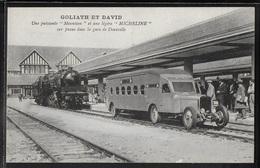 CPA 14 - Deauville, Une Puissante Mountain Et Une Légère Micheline Sur Pneus Dans La Gare - Goliath Et David - Deauville